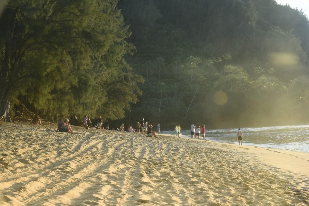 Other photographers on Ke'e Beach